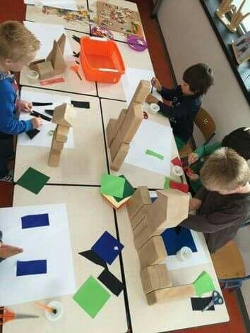 Eigen kasteel naar keuze bouwen en nabouwen/kleven op blad papier!