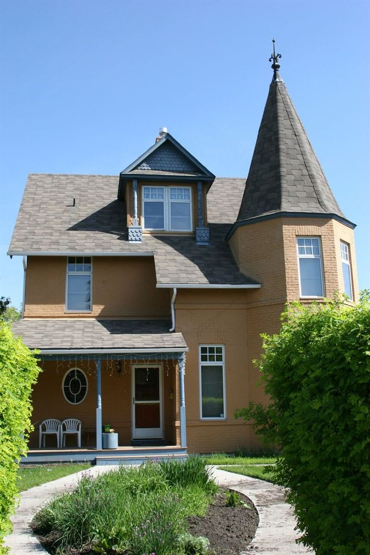 'Queen Anne Revival style Single Dwelling (1896). 1960: Purchased by the Congregation of the Brothers of Our Lady of Lourdes to serve as a group home, beginning the house¿s use by Catholic and social service agencies. 1982: Placed on the City of Calgary's Heritage Inventory.' Photo/Info: City of Calgary