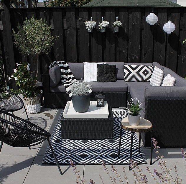 Charning Idee, einen Teppich im Freien zu verwenden, um etwas hinzuzufügen … – #add #aoutdoor #carpet