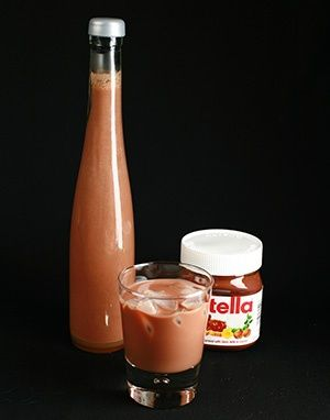 Homemade Nutella Liqueur!  Super easy, makes a great holiday or hostess gift!