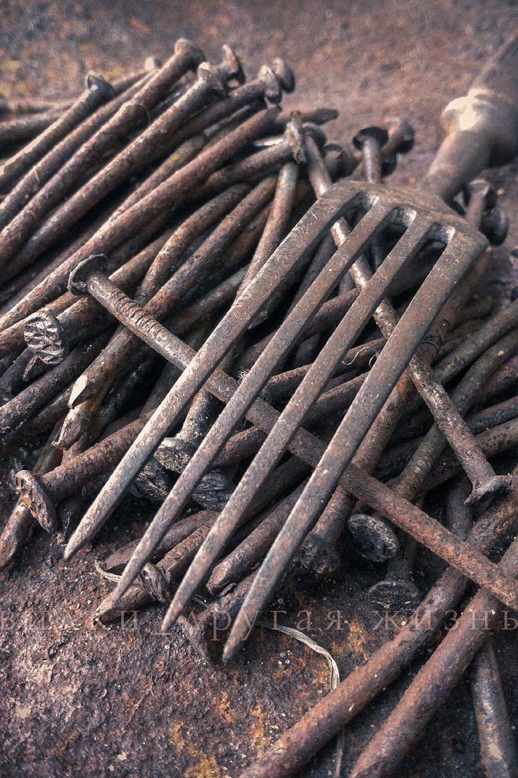 Fork and old nails / Вилка и старые гвозди. #fork; #photo; #art; #cutlery; #вилка; #фотография; #искусство;