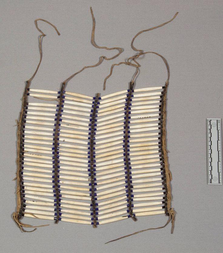 Нагрудный орнамент из полой кости, Шайены. Размеры 11 1/2 х 12 дюймов. Коллекция Преподобного Heinrich R. Voth. Дата поступления 1893 год. NMNH.