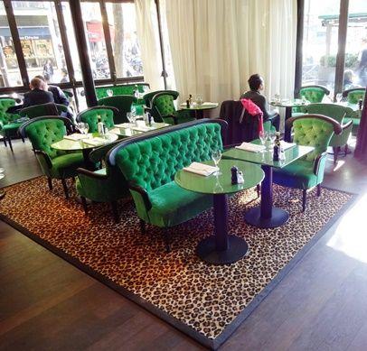 Moquette laine dessin léopard confectionnée sous la forme d'élégants tapis gansés.