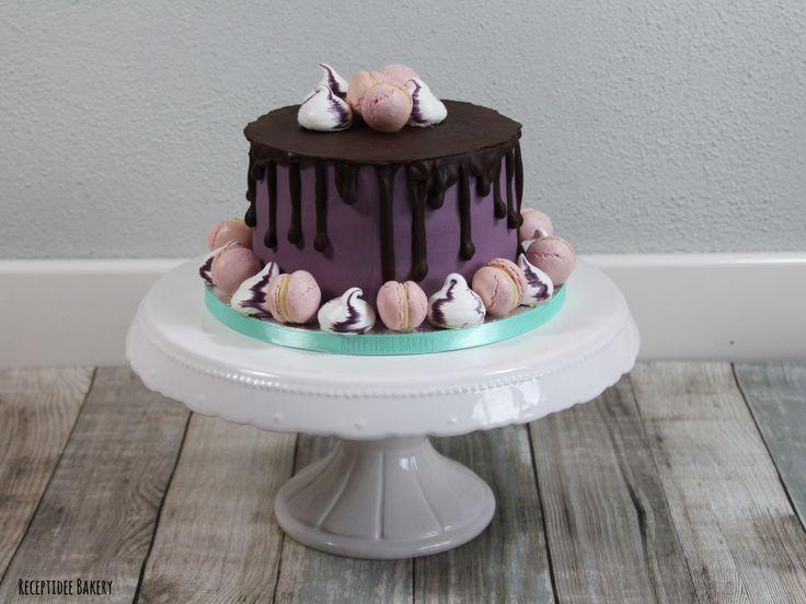#dripcake #chocolate #cake #receptideebakery #chocolade #taart #cakedecoration #macarons #meringue