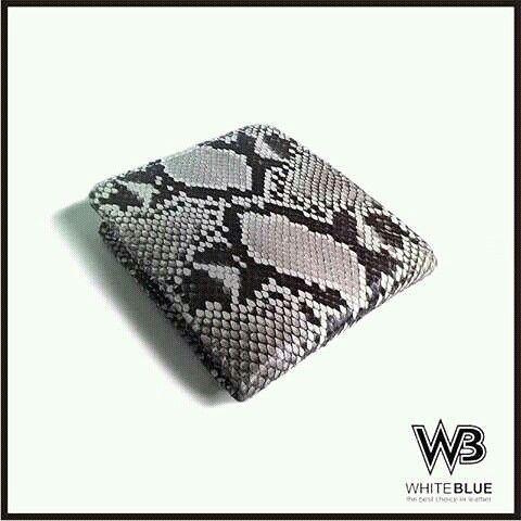 Mens wallet leather of genuine snake skin leather natural colour  Www.jualtaskulit.com +6285642717764  #wallet #leatherctaft #leatherwallet #menwallet #men #dompetpria #dompetkulit #dompetular