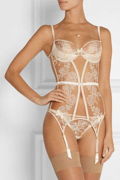 Agent Provocateur: Gloria Embroidered Tulle and Satin Basque. White sexy corset. See more sexy corsets >>> http://justbestylish.com/9-sexy-corsets-you-should-buy/