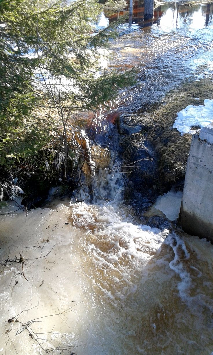 Tulvavesi kulkee omia polkujaan