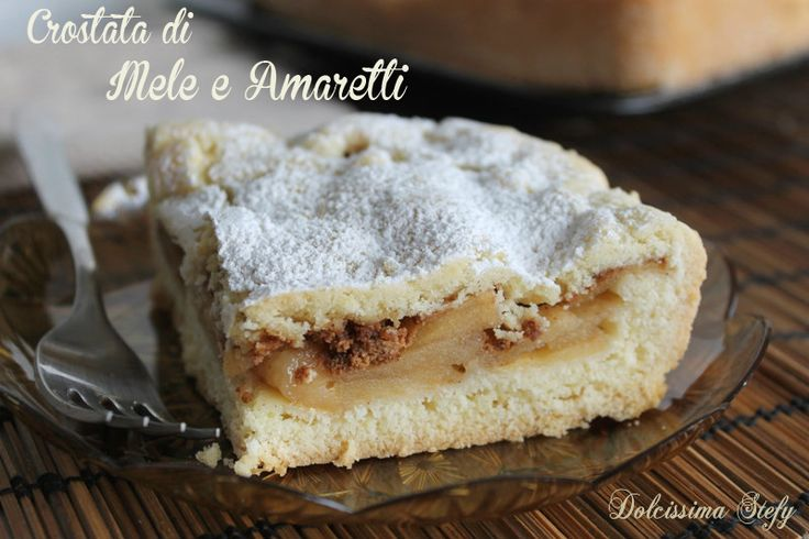 La Crostata di Mele e Amaretti è un dolce morbido e goloso