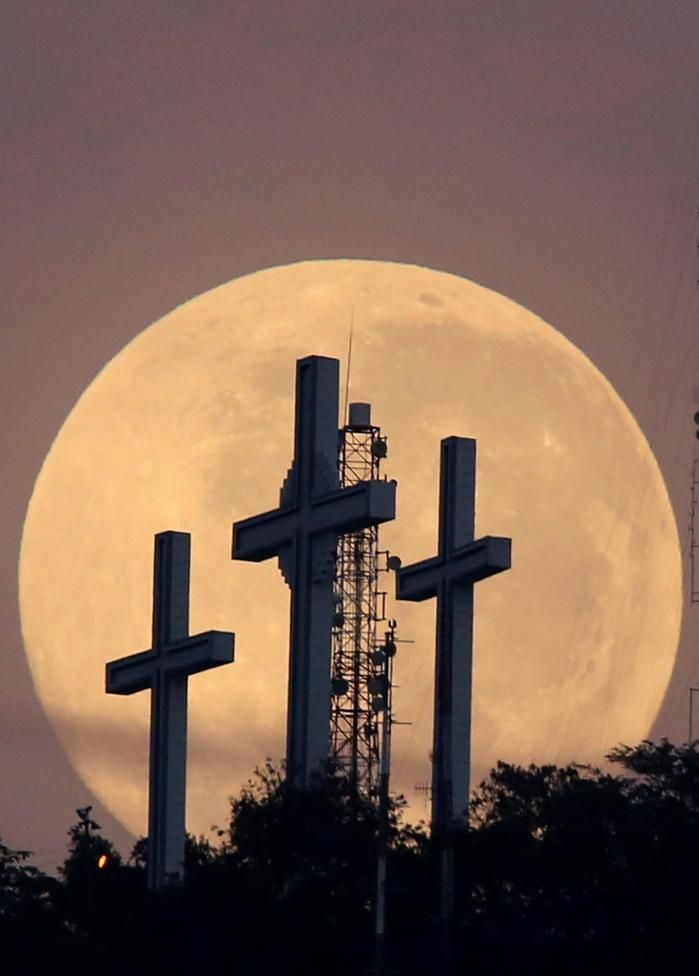 Most popular Instagram photos | Reuters.com. The full moon is seen behind the hill of the three crosses in Cali, Colombia,September 17, 2016. REUTERS/Jaime Saldarriaga