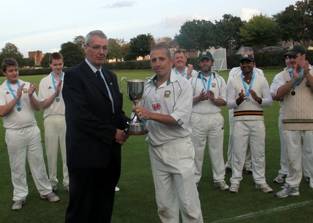 @Cork County Cricket Club Captain Ross Durity receives the Munster Senior Cup #CCCC