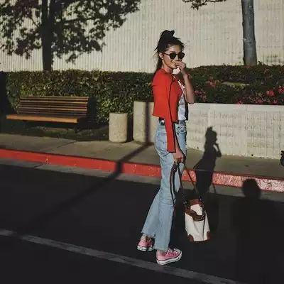 . pinkのconversをget🇺🇸 . cardigan...#demylee  Tshirts...#maisonkitsune  denim...#redone shoes...#converse  eye...#bottegaveneta  bag...#ayako