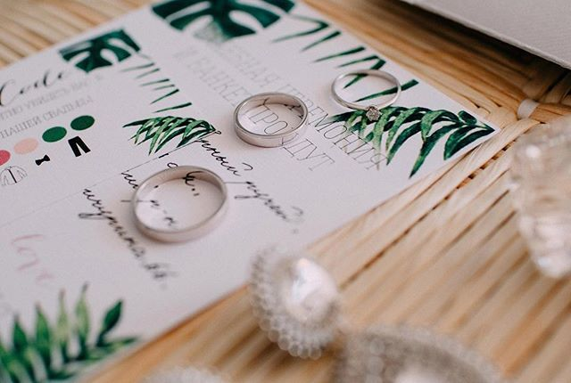 Доброе утро! 🌿Профессионализм это когда в субботу свадьба, а в понедельник утром мы уже смотрим волшебно красивые фото от @jkorotchenkova 😍  #мы_женим_людей #wedding_art_decor #wedart #weddingart #invitations #botanical #rings #wedding #l4l #followme #likeforlike #papergoods #свадебнаяполиграфия #свадьба #свадьбакиев