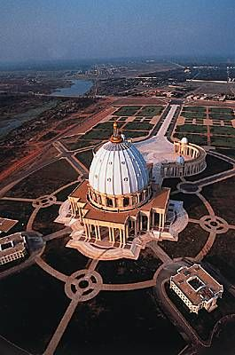 The Basilica of Our Lady of Peace of Yamoussoukro, Yamoussoukro, Côte d'Ivoire (Ivory Coast) West Africa