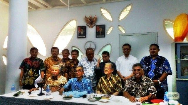 Jakarta, Obsessionnews – Dua Menteri era Orde Baru (orba) Presiden Soeharto, mantan Menteri Pendidikan dan Kebudayaan Indonesia Daoed Joesoef, mantan Menteri Koperasi Indonesia Subiakto Tjakrawerdjaja