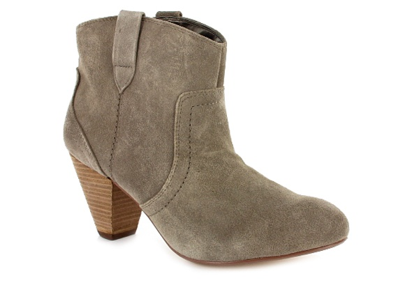 ANKLE BOOTS | A neutral shade in a midi heel is comfortable enough to wear all day. Team with skinny jeans cuffed up or a flippy skirt on warmer winter days.