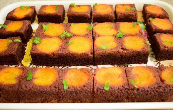 Prăjitura răsturnată cu caise și ciocolată