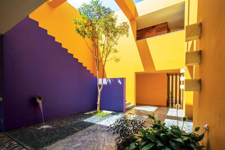 Víctor Legorreta creó esta residencia mexicana que transmite cultura, emociones y un modo de vida glamoroso y acogedor.