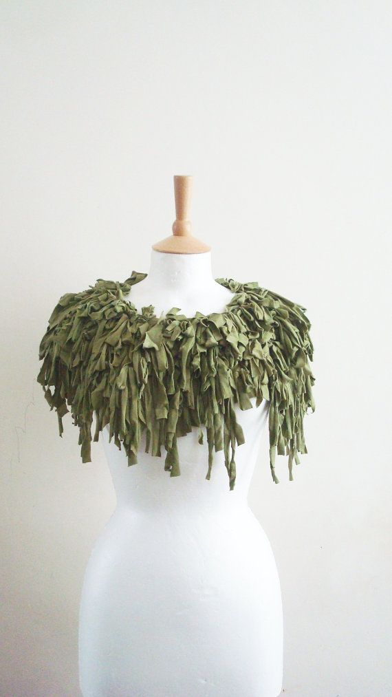 Grüne Upcycled Capelet Stammes-Kleid Kostüm von BabaYagaFashion