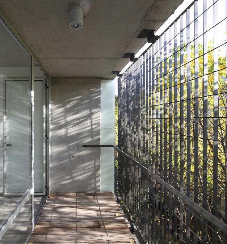 Obra Seleccionada | Bienal Internacional de Arquitectura de Argentina 2014. El edificio aloja unidades monoambientes y una oficina de arquitectura. Autores: Arq. Sebastian Cseh - Arq. Juan Cruz Catania - KLM Arquitectos.
