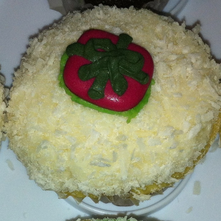 Snow cupcake with gift