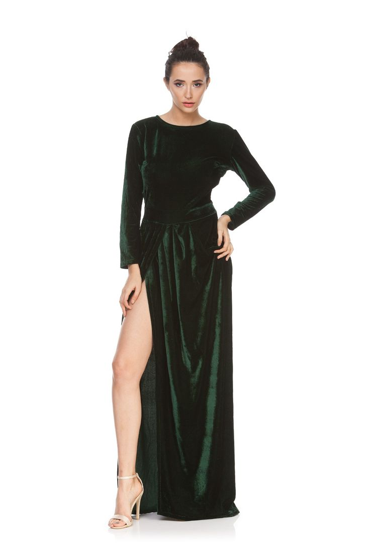 Rochie verde smarald din catifea ADDA de la Ama Fashion. Rochie eleganta, sexy cu crapatura adanca pe picior