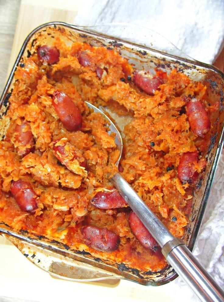 Fa mesele in familie memorabile cu această varza cu carnati, aromată și ușoară! O masa destul de sănătoasă, pe care toată lumea o va aprecia!