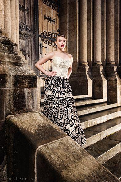 DRESS I O S O Y corsage metal gold, artdeco skirt PHOTO www.neternis.com MODEL Denise HAIR MAKE UP Melanie Huber