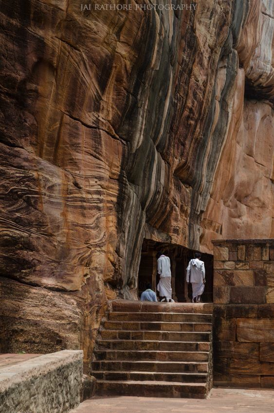 The amazing Badami Caves, Karnataka, India #badami #badamicaves #karnataka #india