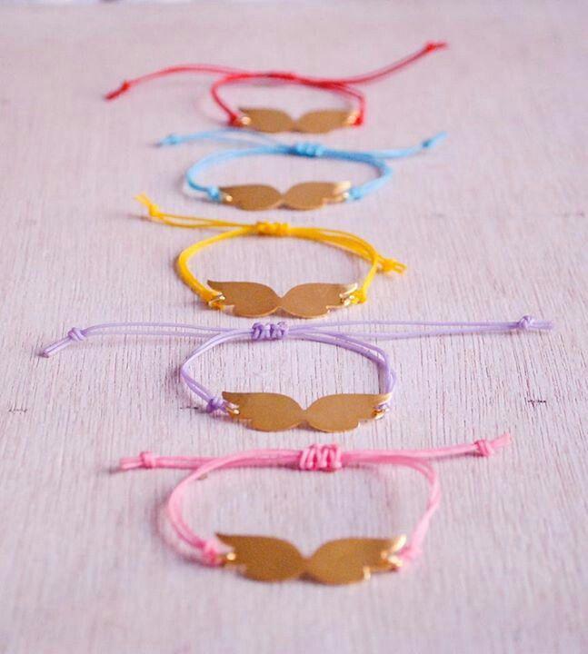 Βραχιολάκια χρωματιστά με φτερά! Shop online : www.galaxysports.gr  #galaxy #sports #accesories #love