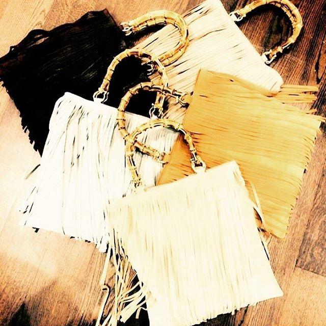 Le nostre borse con frange e manici in bamboo ❤️ L'attenzione e la cura verso la scelta dei materiali e i dettagli tecnici sono i tratti distintivi di tutte le borse TETI BAG .  Per info e collaborazioni contattateci in direct ☮️�� #teti #tetibag #bag #bags #borse #madeinitaly #leather #pelle #verapelle #handmade #design #fashion #accessori #accessories #ootd #follow #bamboo #shop #brand #style #roma #instafashion #instagood #instadaily #goodvibes  #moda #outfit #colors…
