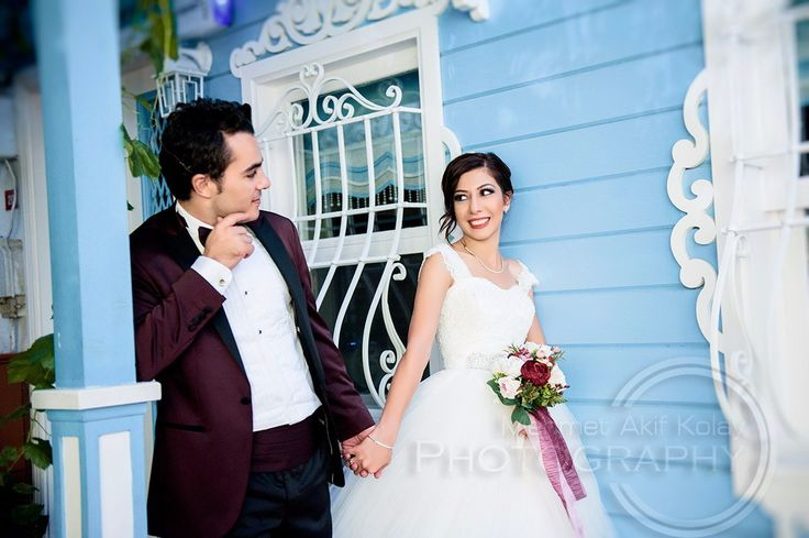 Profesyonel Düğün Fotoğrafçısı Profesyonel fotoğrafçı Mehmet Akif Kolay düğün ve nişan fotoğraf çekimlerinde size özel en iyi kareleri sunuyor.Profesyonel düğün