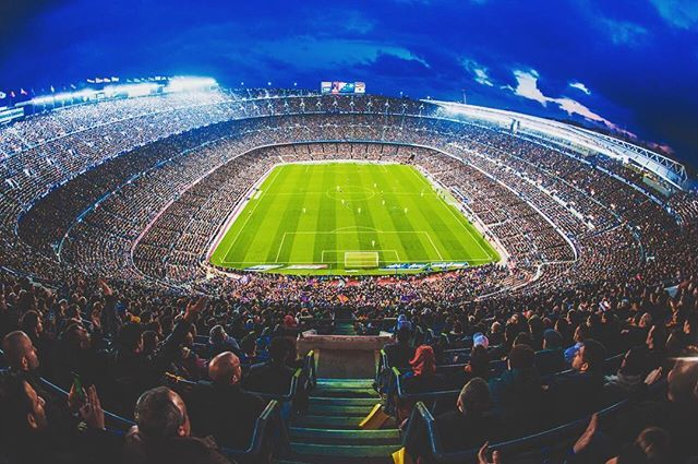 CAMP NOU  Share your photos at the Camp Nou with the hashtag #CampNou Comparteix les teves fotos al Camp Nou amb l'etiqueta #CampNou Comparte tus fotos en el Camp Nou con la etiqueta #CampNou