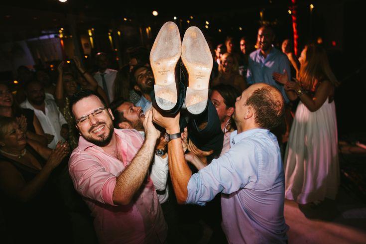 lafete, wedding dance, Syros, fun with friends, beach bar,