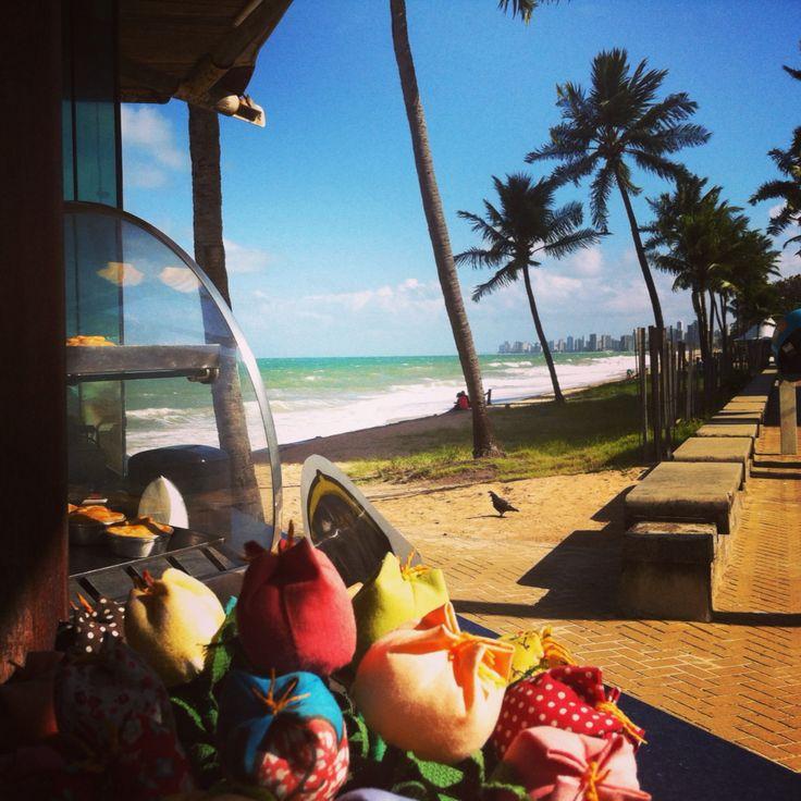 Praia de Setúbal, Recife-PE Não é apropriada para o banho de mar. Área sujeita a ataques de tubarão!  Mas excelente para um passeio no calçadão com direito à empadinha com água de côco.