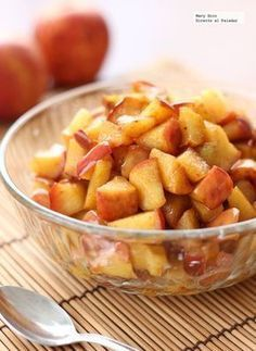 Fried apples recipe with honey and cinnamon. With step-by-step photos, tasting tips and suggestions. Cinnamon Recipes, Honey Recipes, Sweet Recipes, Dessert Recipes, Desserts, Fruit Dessert, Mediterranean Recipes, Love Food, Food Porn