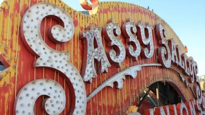 old neon signs: Las Vegas, Dental Implant, Old Neon Signs, Dentalimplantslasvega Biz, Lasvega Dentists, Vintage Signs, 150 Signs, Neon Museums Boneyard, Vegas Neon