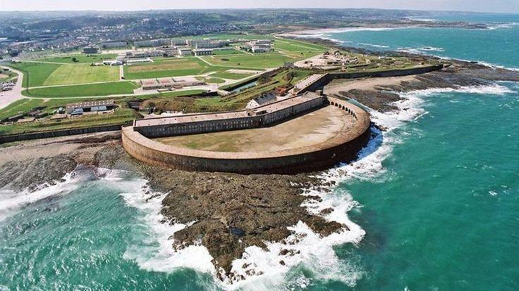 Le site du fort de Querqueville (Manche) qui s'étend sur 6 hectares est de nouveau à vendre.
