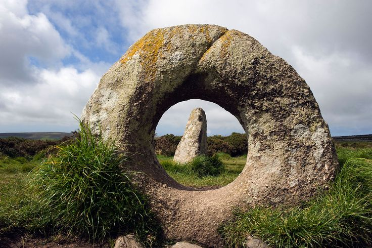 The Men-an-Tol. A Legendary Holed Stone on sweeping Moorland, it may have been an Ancient tomb, as in Cornwall Holed Stones were often placed at the Entrance to Burial Chambers. Penwith, Cornwall, England.