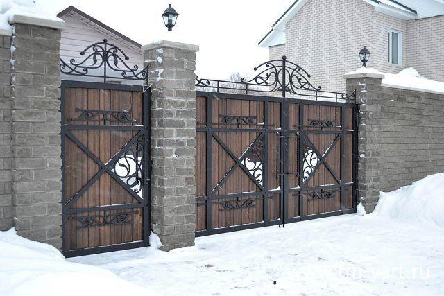 Ворота кованые с деревом