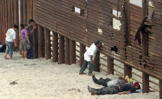 Los problemas que enfrentan los migrantes al entrar de manera irregular al vecino país continúan: desde la violencia que sufren en su trayecto a manos de la delincuencia, violaciones a sus derechos humanos en México y EU, y las leyes antinmigrantes que criminalizan su entrada.  A pesar de la disminución de migrantes mexicanos a los Estados Unidos (EU) en fechas recientes, los problemas que enfrentan estos al entrar de manera irregular al vecino país continúan: desde la violencia que sufren…