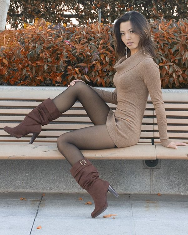 Asian ladies in sexy black pantyhose
