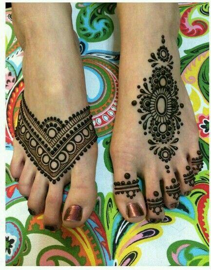 Foot henna design
