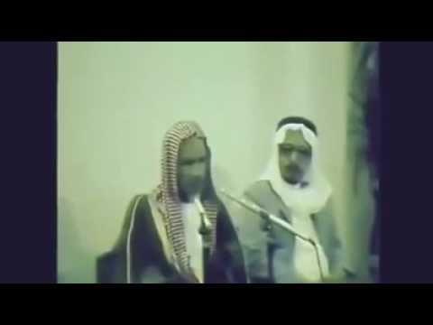 فيديو نادر للشيخ ابن باز يعاتب مذيعاً مدحه سيسألك الله عن مدحك لي