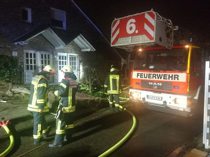 In einem Einfamilienhaus an der Frixdorfer Straße in Heimersdorf ist am Donnerstagabend gegen 23 Uhr ein Feuer ausgebrochen, bei dem ein Mensch zu ...
