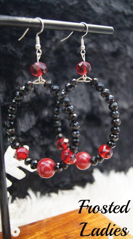 Χειροποίητα σκουλαρίκια ❤ Life  φτιαγμένα από κρύσταλλα μαύρα 4mm, κρύσταλλα μπορντώ 10mm, και fine beads deep red 12mm. Χειροποίητα σκουλαρίκια για κάθε σας εμφάνιση και δεν σας στοιχίζουν ακριβά .