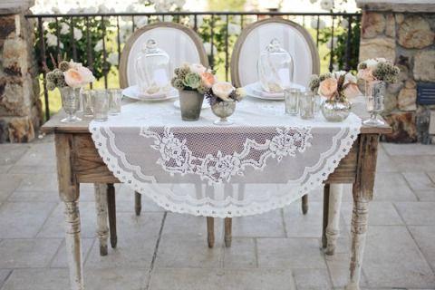 Sweetheart Table vs. Head Table - It's a Bride's Life #misscountrymusicbride #davidtutera