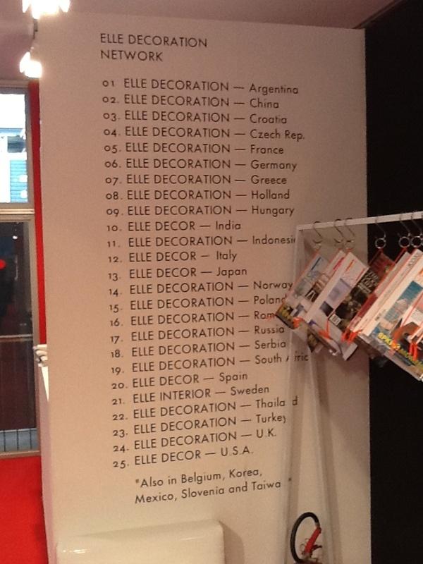 2012年ミラノサローネ。エルデコブースでは、ELLE DECOR 25ケ国が一目でわかります。