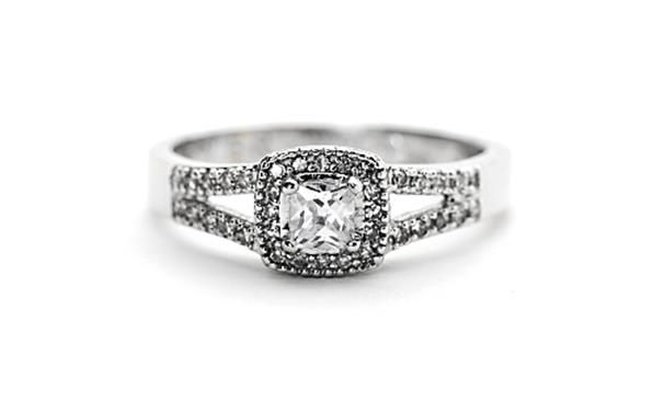 9ct Gold and #diamond solitaire ring. http://www.sterns.co.za