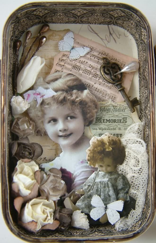 Gingersnap Creations: Laura Carson: Making an Altoid's Tin Book
