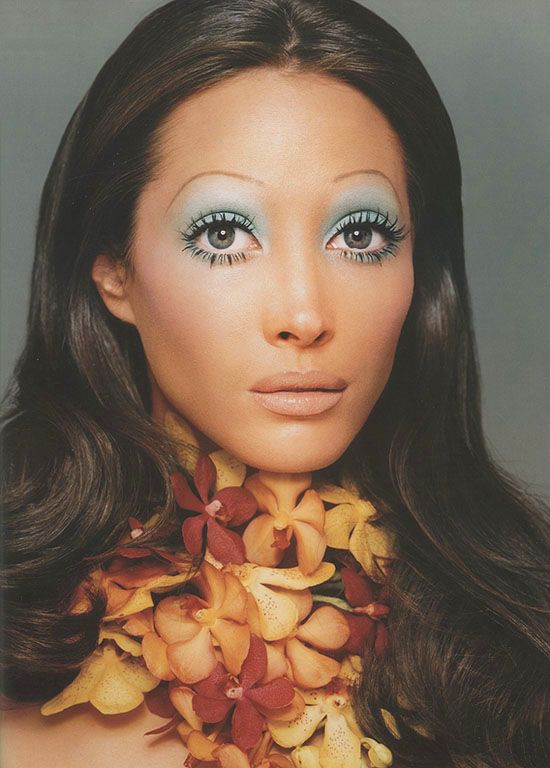 Christy Turlington as Marisa Berenson  Face forward / Kevyn Aucoin, 2000